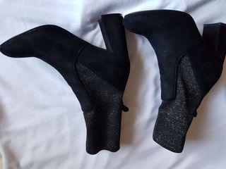 Botines de ante y tela elastica..negros 37