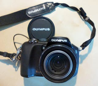 CAMARA digital OLYMPUS SP-560UZ; Zoom óptico X18,