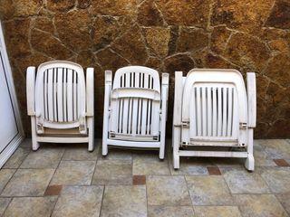 Dos sillas reclinables y hamaca