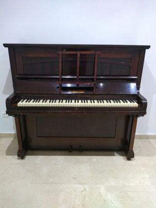 piano whitakker