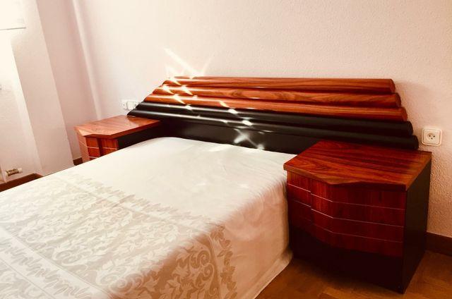 Cabecera de cama y mesas de luz
