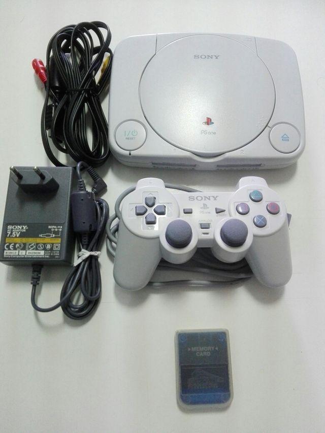 PlayStation one + mando + tarjeta de memoria.