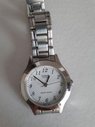 12fa59708597 Reloj Casio mujer de segunda mano en Madrid en WALLAPOP