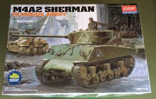 Maqueta ACADEMY 1/35 - M4A2 Sherman Russian Army -