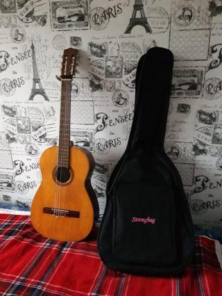 guitarra en mui buen estado