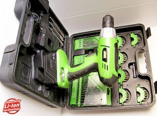 Taladro atornillador con 65 piezas accesorios