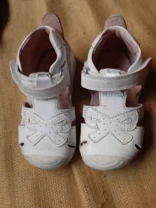 se vende zapatos niña