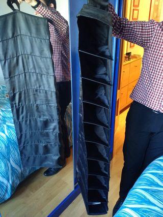 Organizador o estantería vertical para armarios.