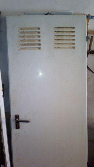 puerta metálica