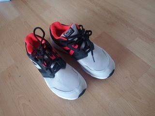 Unas zapatillas sin usar talla 37 para chico