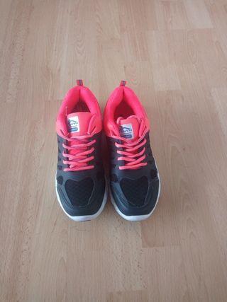 Zapatillas rosas y negras