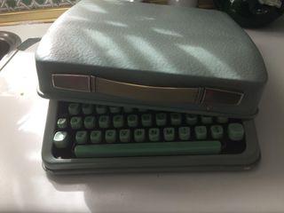 Máquina de escribir Hermes Baby