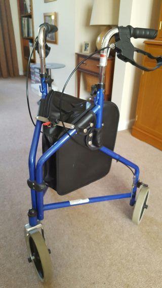 Foldable 3-wheeled walking frame