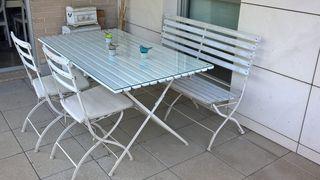 conjunto mesa con banco y 2 sillas.