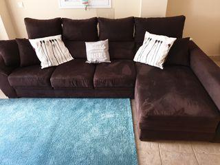 sillón cheslong 4 personas,nuevo costo 1200 €