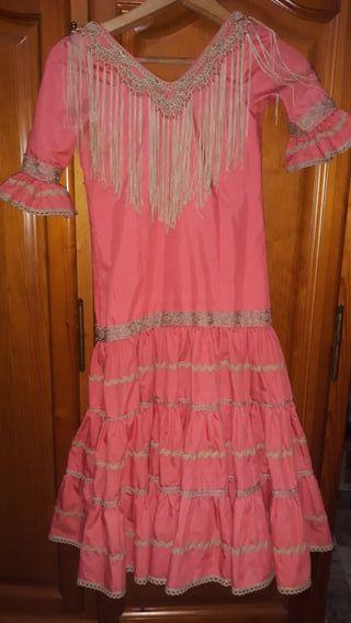 se vende traje de flamenca echo a mano y medida
