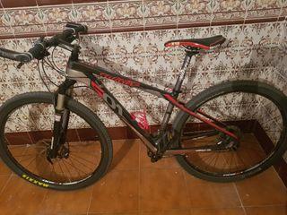 se vende bicicleta de carbono cambios XT