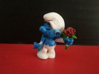 figura de goma pvc pitufo con flor