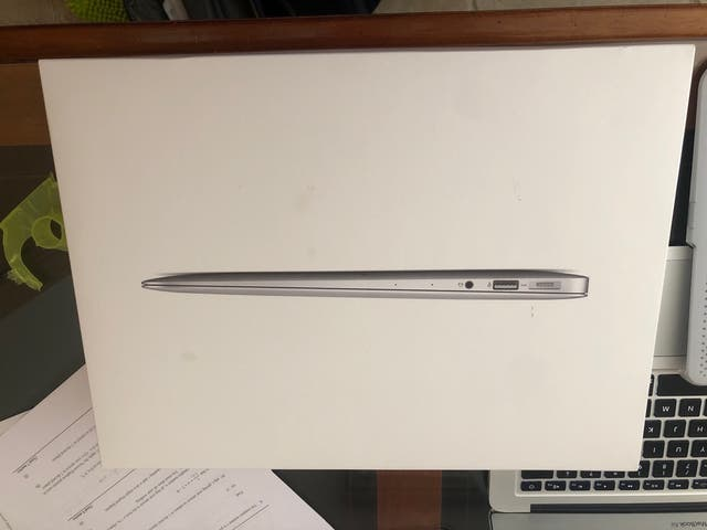 Macbook Air 13 Inches 256GB