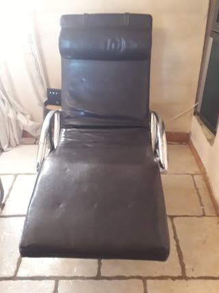 chaiselong de cuero en muy buen estado