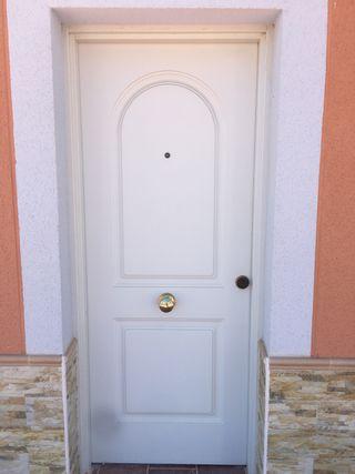 Puerta blindada metálica