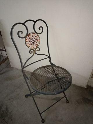 Vendo sillas de hierro con cerámica.