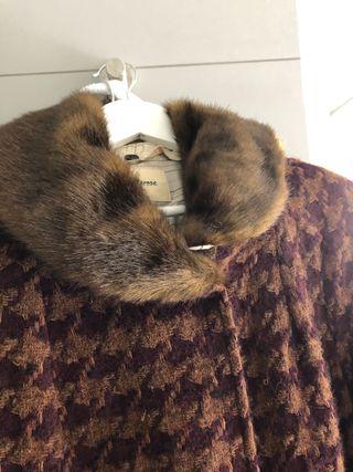 Abrigo de lana y cuello de vison de marca