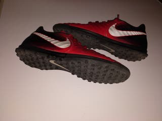 zapatillas Nike fútbol 43. Tempo X multitacos