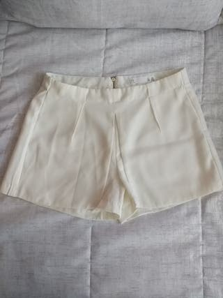 461f8e3c61 Falda pantalón corta de segunda mano en la provincia de Albacete. pantalón  corto  Shorts blanco roto