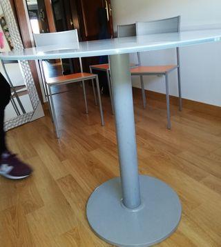 se vende mesa cocina con tres sillas