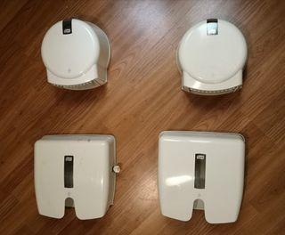 4 Dispensadores de papel de baño y toallas