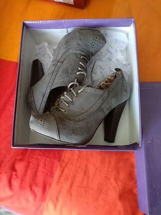 botines grises altos