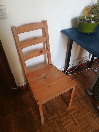 2 sillas de madera por 3€