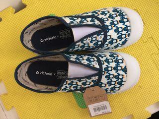 Zapatillas Victoria talla 32.