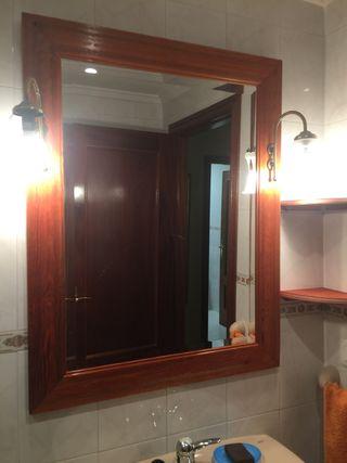 Espejo de baño con tulipas