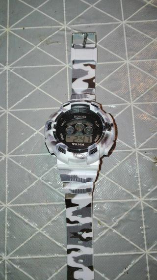 Reloj digital nuevo deportivo de camuflaje