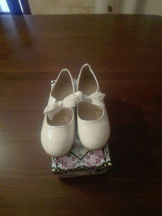 zapatos niña color crema