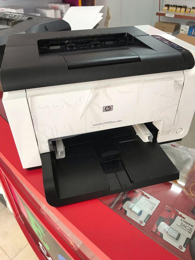 Impresora láser color hp con toner NUEVOS!