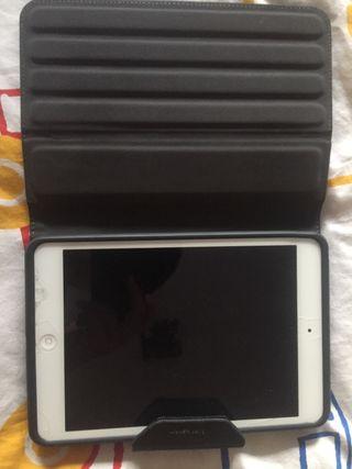 iPad con funda en perfecto estado y con mica