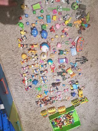 lote de juguetes y muñecos+cajonera