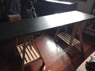 Mesa despacho: tablón y caballetes