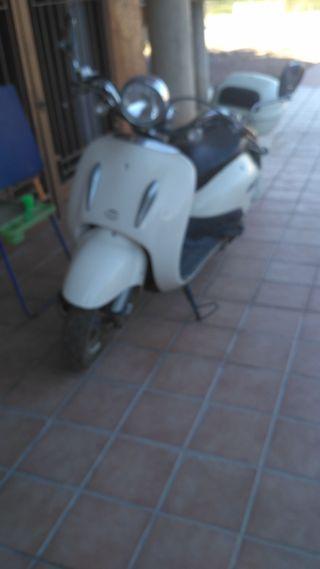 moto tipo vesapa de 125 cc