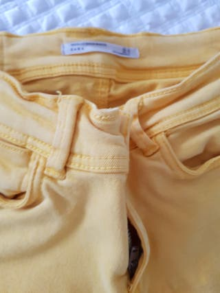 Pantalon pitillo amarillo talla 34