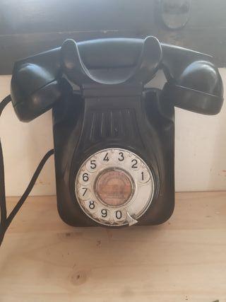 Teléfono antiguo pared