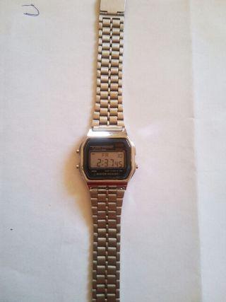57d04f822960 Reloj digital mujer de segunda mano en WALLAPOP