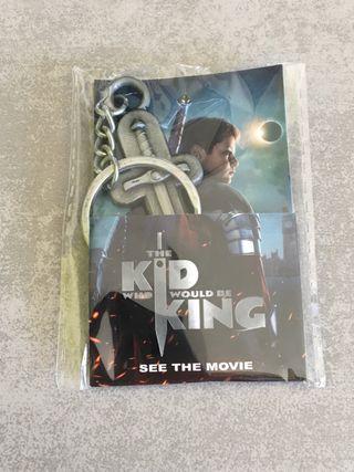 Pack llavero y máscara El niño que quiso ser rey