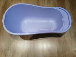 bañera lila bebe