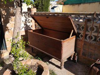 baúl murciano de madera