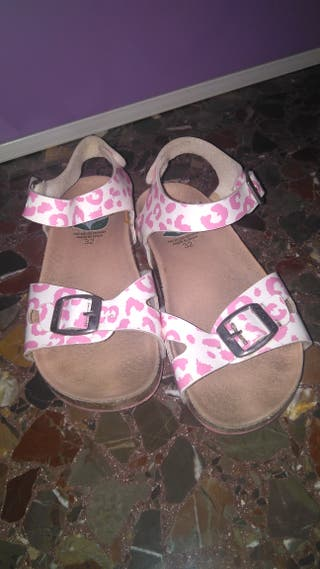 Sandalias niña rosa.