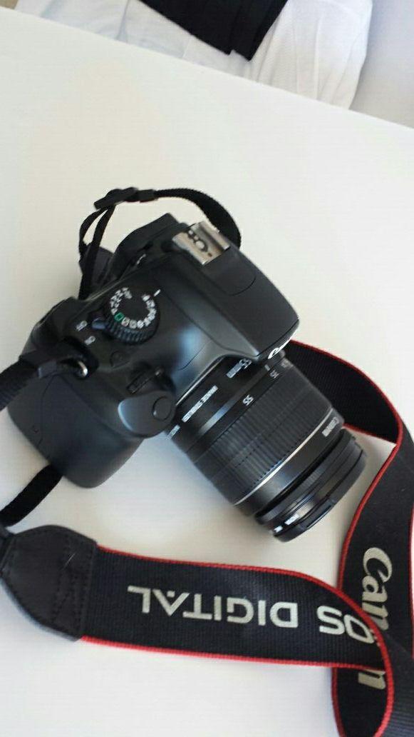 Camara fotos réflex maeca Canon 1100D con mochila